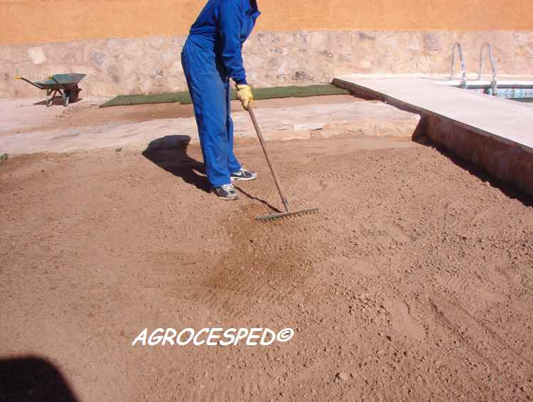 C mo preparar el terreno e instalar los tepes agrocesped for Como preparar el jardin